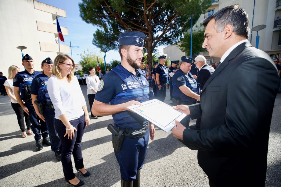 Le gardien brigadier Florian Dauris fait partie de l'équipe qui a déjoué la tentative d'escroquerie.