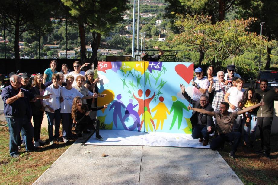 L'activité finale «Graff'ensemble» a donné un superbe résultat : une toile géante très colorée sur le thème de l'Environnement.