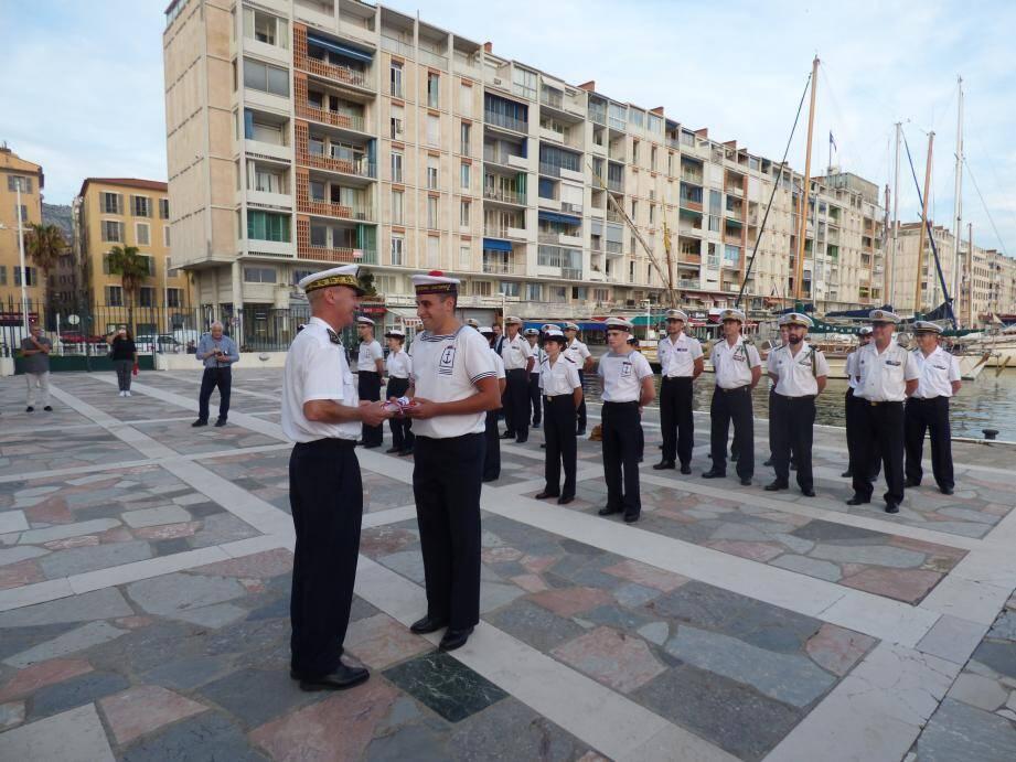 Engagés dans la vie militaire et « présentant des mérites citoyens », neuf jeunes ont été mis à l'honneur à la préfecture maritime.