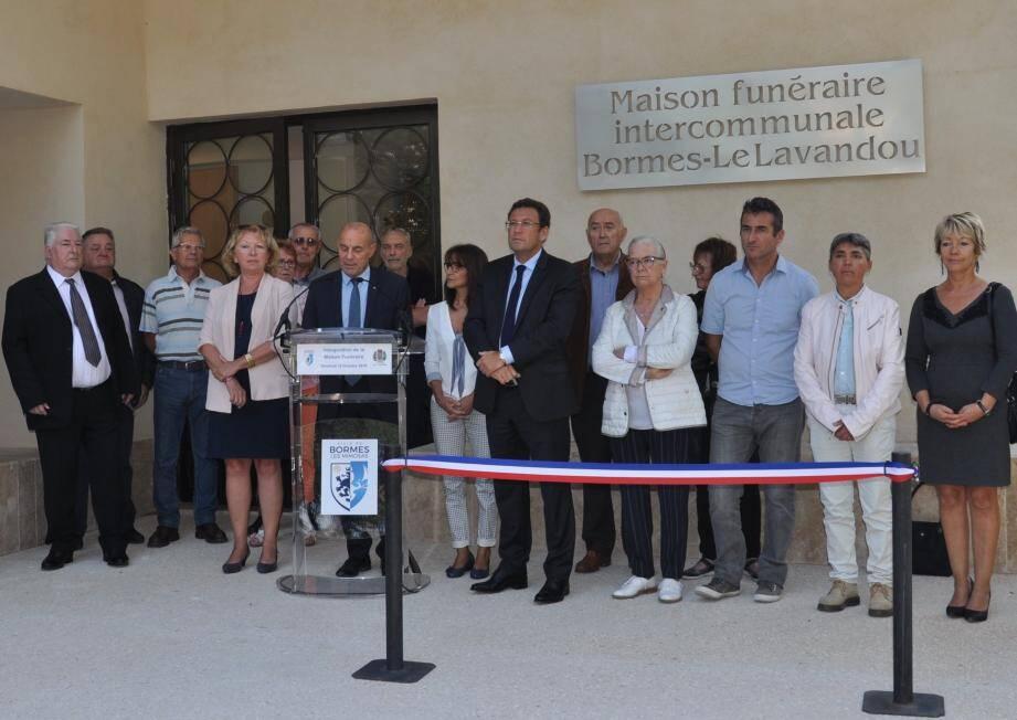 « C'est un  équipement indispensable à notre bassin de vie », expliquait hier le maire de Bormes au moment d'inaugurer la maison funéraire en présence de nombreux élus.