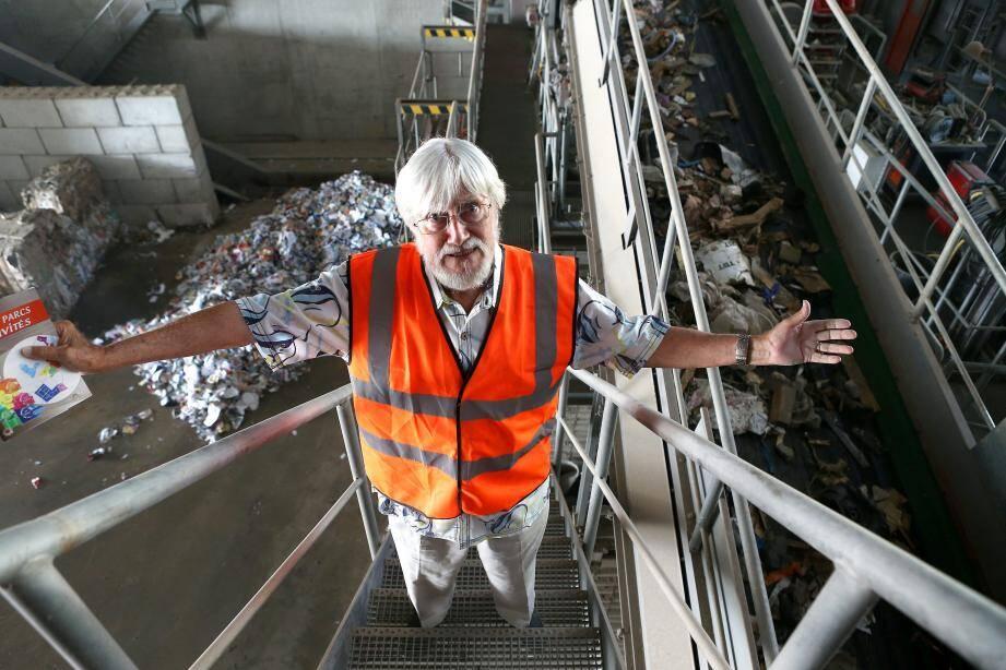 Jean-Michel Cousteau, toujours mobilisé pour la préservation des océans, incite notamment au recyclage des déchets, « une solution pour l'environnement ».