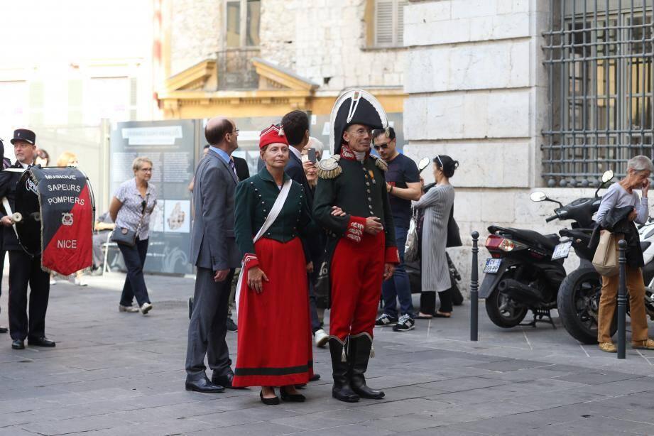 Pour la déambulation musicale, exécutée, hier matin, par la fanfare des sapeurs-pompiers, les costumes historiques étaient de sortie !