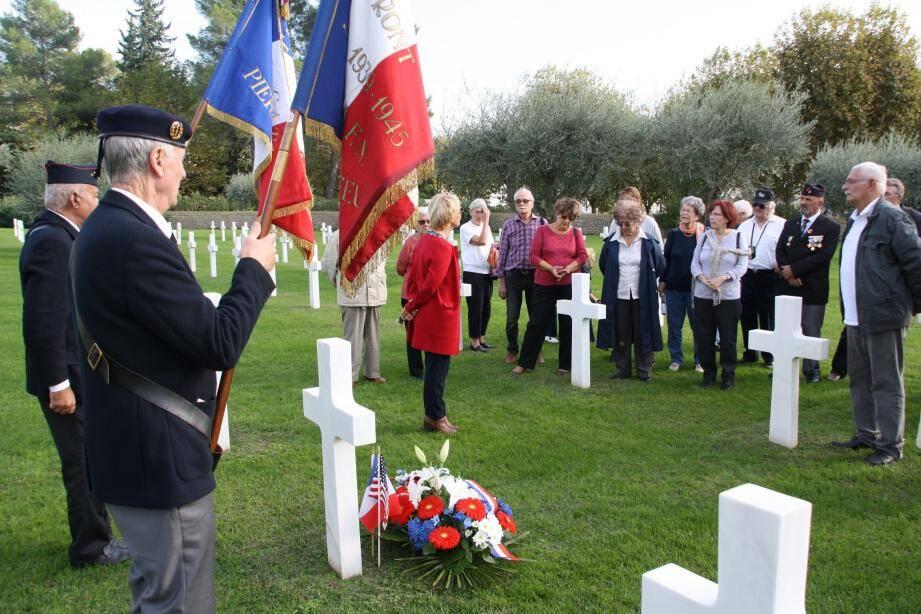 La délégation pierrefeucaine a rendu hommage au soldat Lemke à Draguignan.