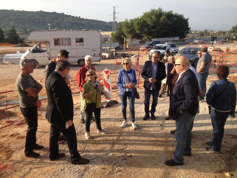 Le maire et ses équipes sont venus faire le point sur les aménagements en cours avec les membres du CIL de la Gare et des Côtes du Plan.