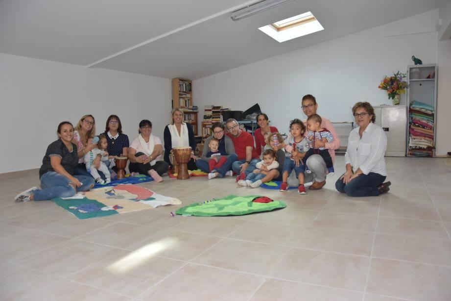Un atelier musique était proposé dans le cadre de cette journée parents-enfants. Des ateliers, gratuits et anonymes sur inscription sont organisés également toute l'année au sein de l'accueil parents-enfants de la ville.