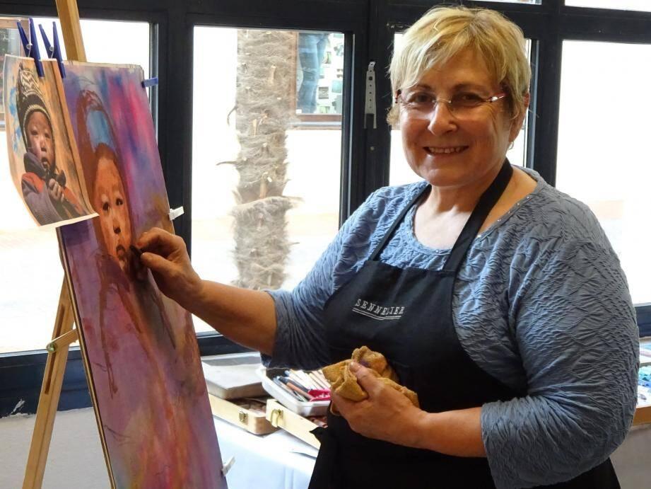 Productive depuis 2006, Michelina Amore expose actuellement dans six villes de France dont Sanary.