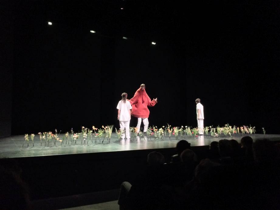 """""""Logiquimperturbabledufou"""", une pièce mise en scène par Zabou Breitman"""