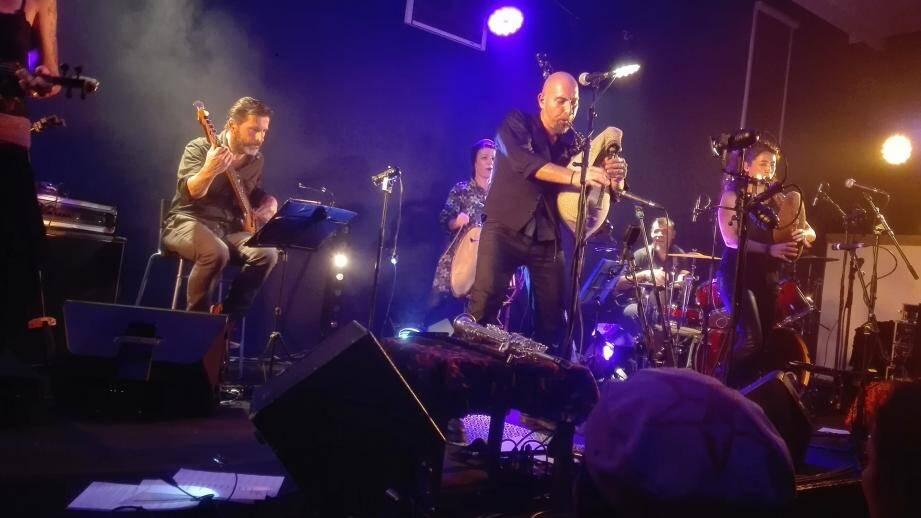 Trybu est composé des musiciens issus des Monts Rieurs.
