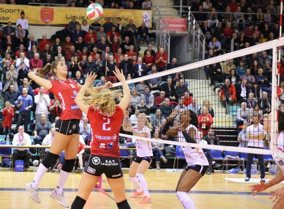 Après une saison à Mulhouse, la centrale slovaque Michaela Abrhamova est de retour à Saint-Raphaël. Une très bonne nouvelle.