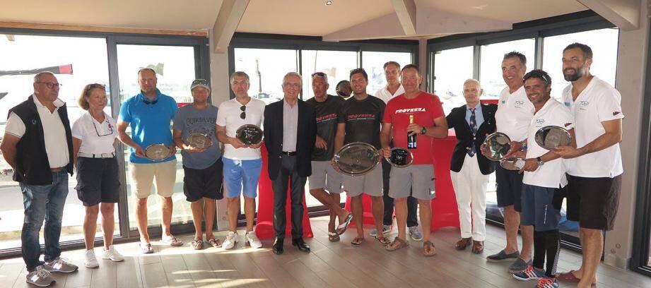 Les vainqueurs au moment de la remise des prix.