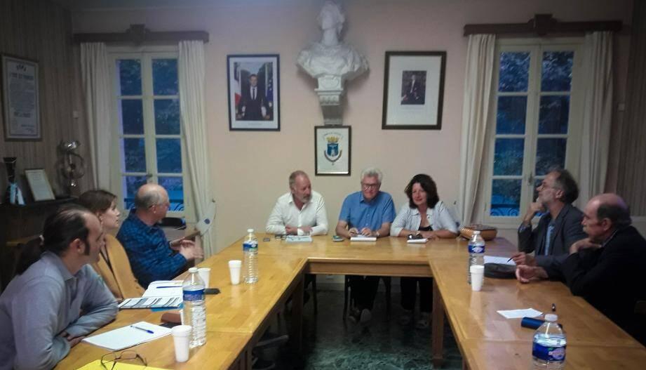 Christophe Viret aux côtés du maire, André Ipert et de la conseillère régionale, Laurence Boetti-Forestier.