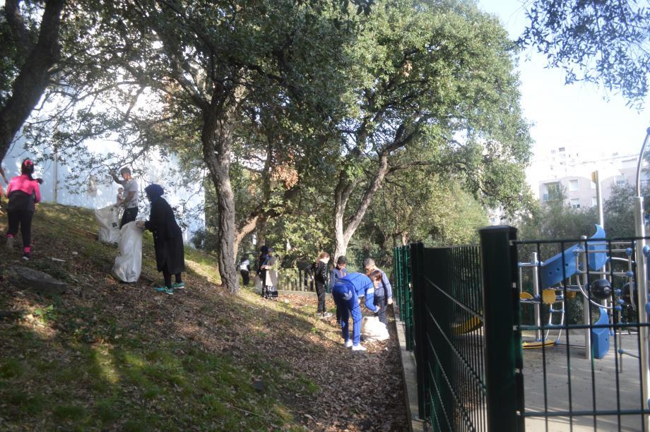 Dans la colline du Val des Rougières, une solidarité au bénéfice de l'environnement.