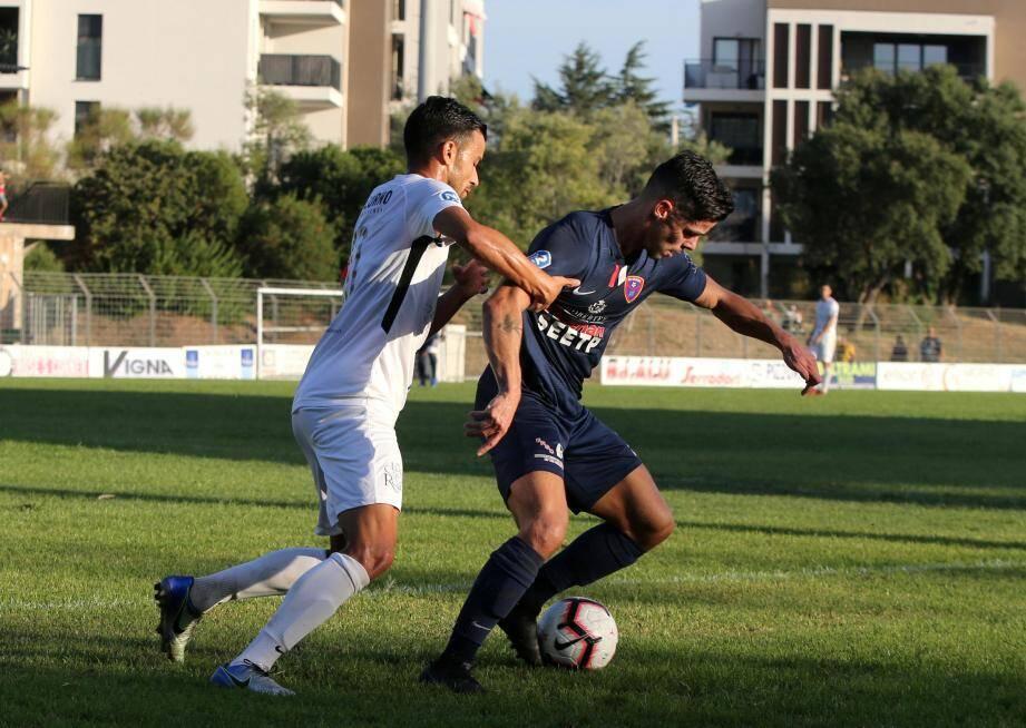 Amoros (à droite) et le RCG défient Marignane/Gignac, une équipe de National.