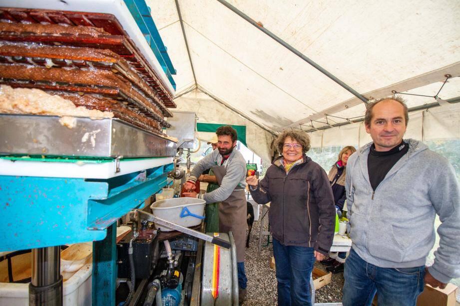 L'association des agriculteurs du PNR des Préalpes d'Azur (de gauche à droite : Davide Fabbri à l'initiative du projet, Claude Martin et le président Stéphane Maillard) est déterminée à acquérir un pressoir mobile.