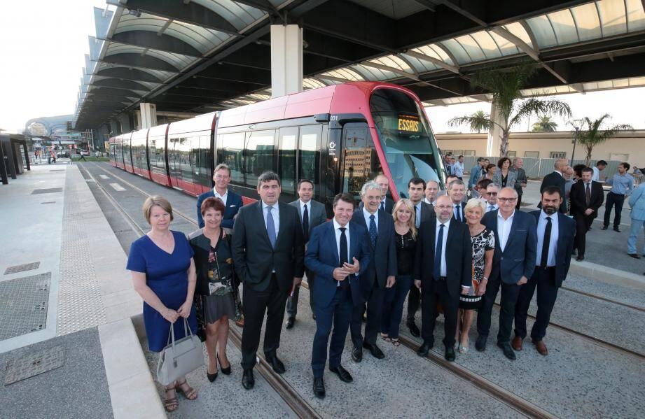 L'arrivée du tram, en essai à l'aéroport, avait été saluée par les élus et les responsables de la plate-forme le 20 septembre dernier.