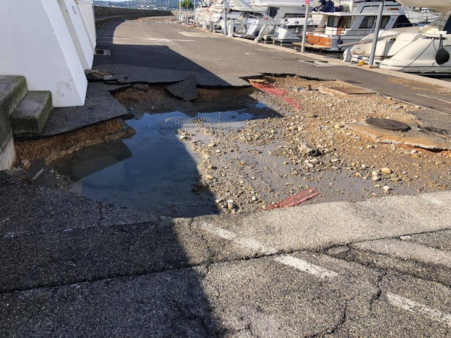 Les dégâts causés par la tempête Adrian sont considérables au port de Saint-Laurent-du-Var.