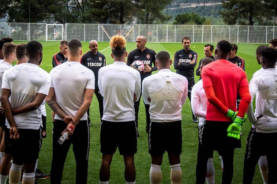 Ca y est ! Deux jours après l'annonce de sa nomination, Thierry Henry a dirigé son premier entraînement de l'AS Monaco, englué à la 18e place de la Ligue 1 avec 6 petits points et en crise, lundi en fin d'après-midi.