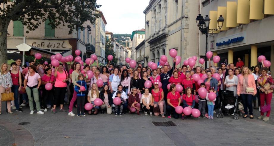 De nombreux bénévoles, acteurs de santé et élus étaient mobilisés, hier en fin d'après-midi, place René-Cassin.