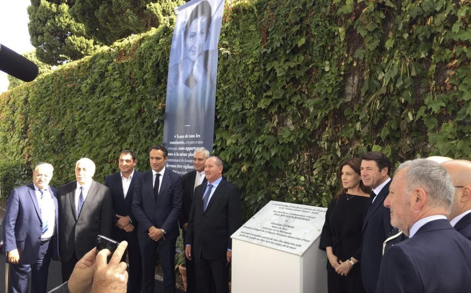 Le maire, Christian Estrosi, et l'ambassadrice israélienne, Aliza Bin-Noun, ont dévoilé, ce lundi, la plaque du futur mur des Déportés, sur la colline du Château.