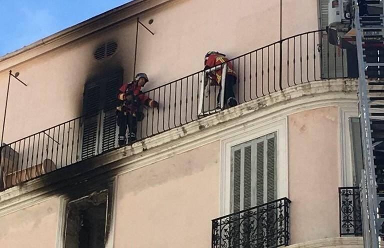 Une chambre de dix mètres carrés était partie en fumée