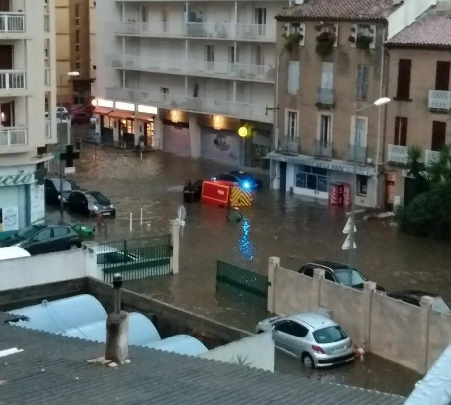 Grosse inondation dans le quartier de l'Aguillon, à Toulon.