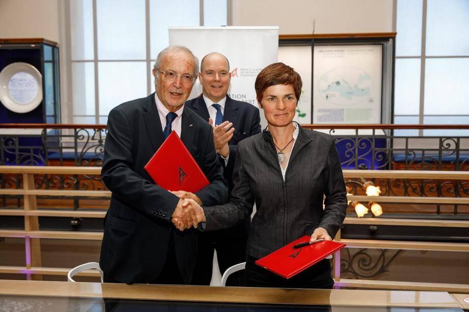 Ellen MacArthur et Bernard Fautrier ont noué leur partenariat sous les yeux du souverain.
