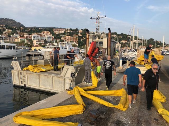 Un barrage flottant doit être installé, en partenariat avec le syndicat des communes du littoral, pour empêcher toute propagation de matières polluantes.