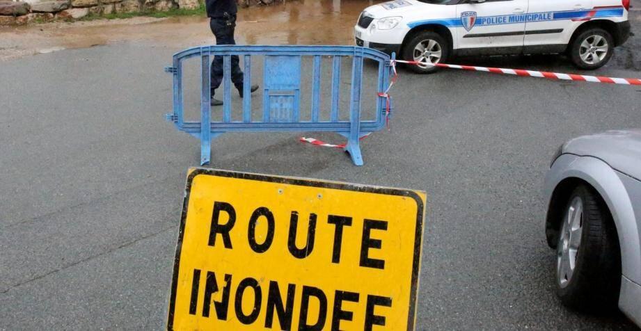 Plusieurs routes ont été coupées à la suite des  intempéries.