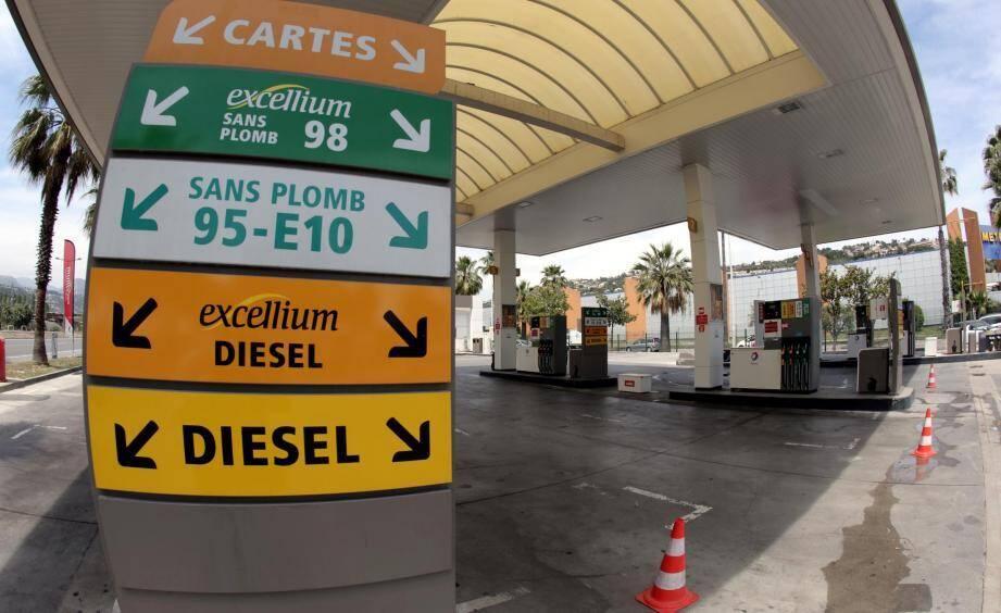 Pour le gouvernement, l'objectif est clair: faire converger le prix des deux carburants d'ici à la fin du quinquennat.