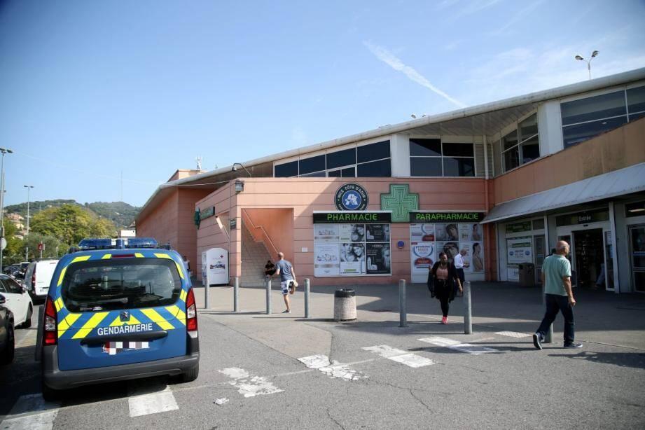 Le groupe Auchan, par la voix de Olivier Louis, directeur de la communication de Auchan Retail France réagit à la mort d'un jeune homme de 20 ans, ce vendredi à Nice.