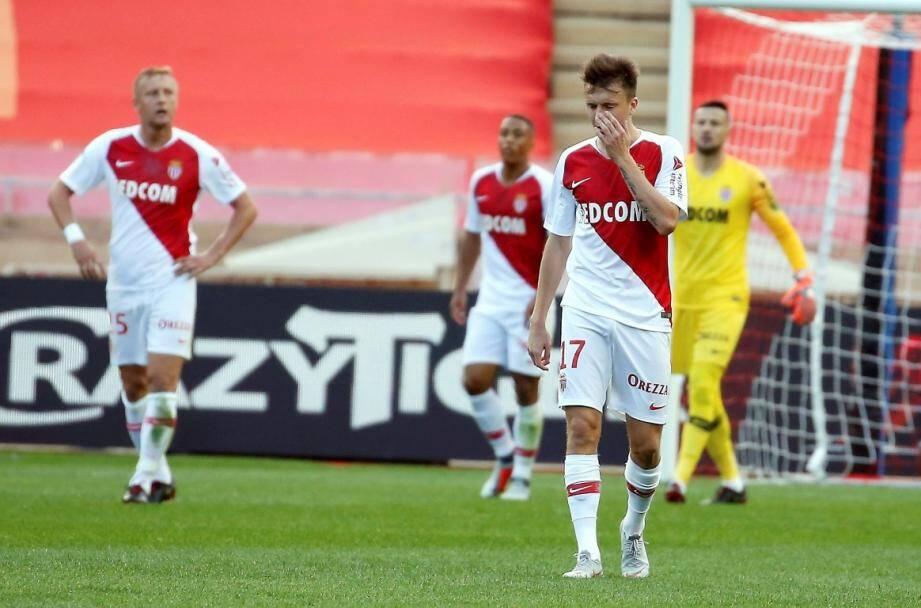 L'AS Monaco va devoir jouer la seconde période à 10.