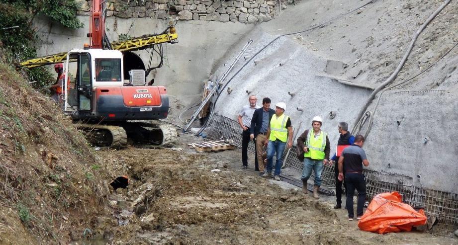1.600 mètres cubes d'enrochements viendront consolider les berges du Font de Gallou.
