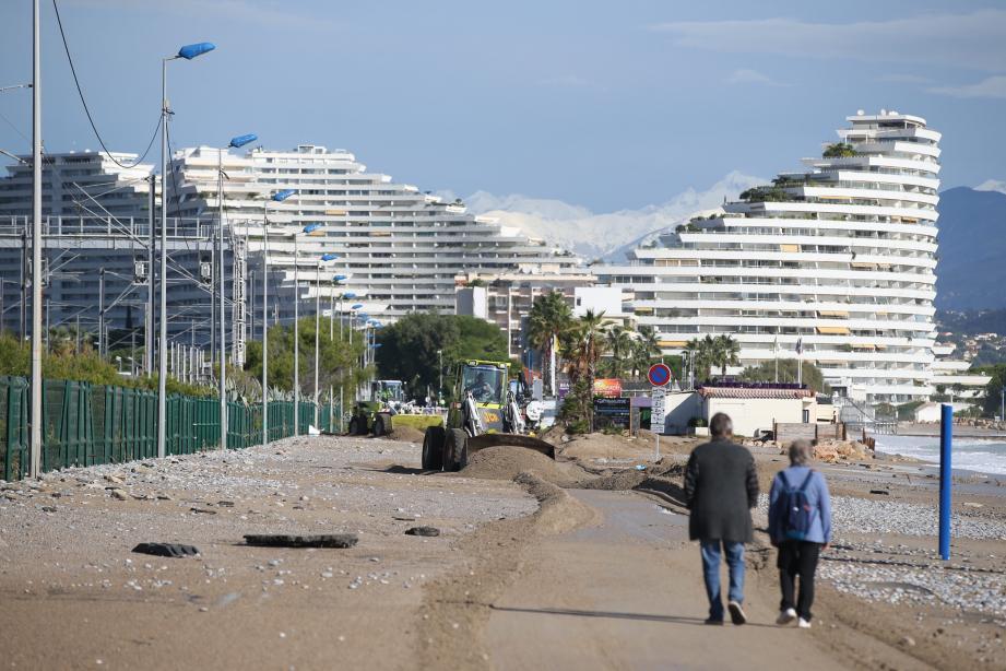 Le bord de mer, à Villeneuve-Loubet.