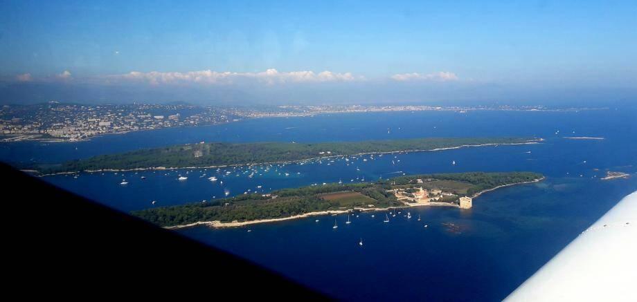 Une vue aérienne des îles de Lérins.