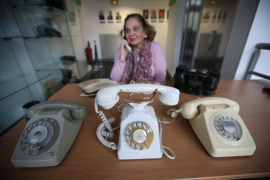 La collection de téléphones vintage d'Etsi, à Sophia Antipolis.