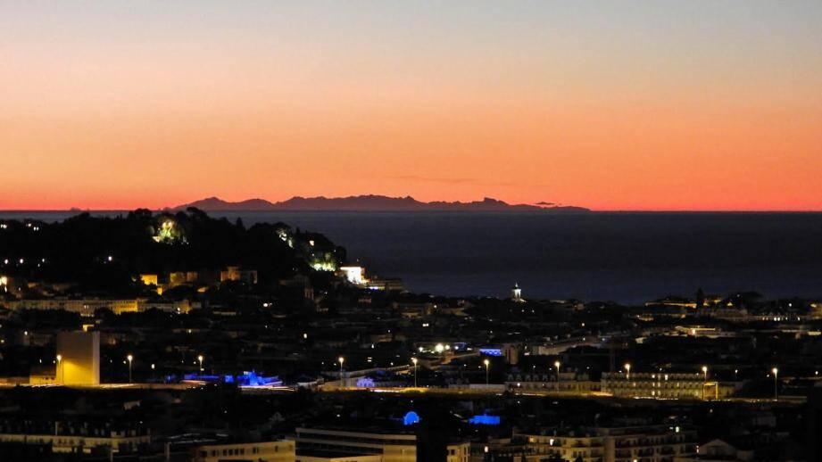 La Corse vue depuis Nice ce mercredi matin.