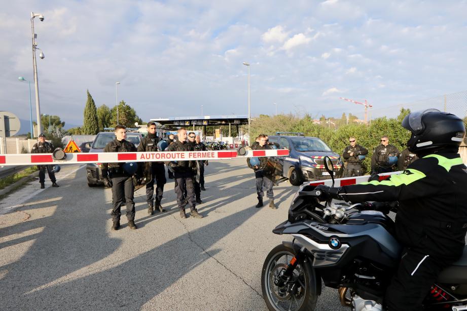 Les forces de l'ordre ont fermé l'accès à l'autoroute A8 depuis Antibes-nord en direction de Nice.