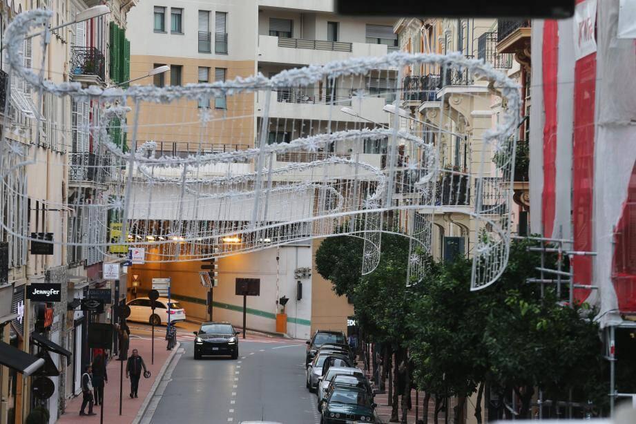 La mise en lumière de la ville est prévue dans la soirée du 23 novembre... mais l'installation des décors a déjà démarré dans tous les quartiers.