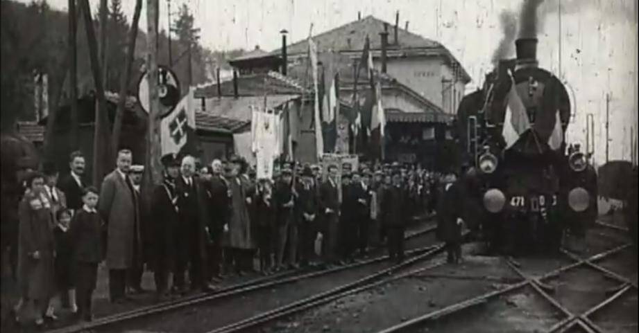Le train italien lors de son trajet inaugural, le 30 octobre 1928.	(Capture d'écran Youtube)