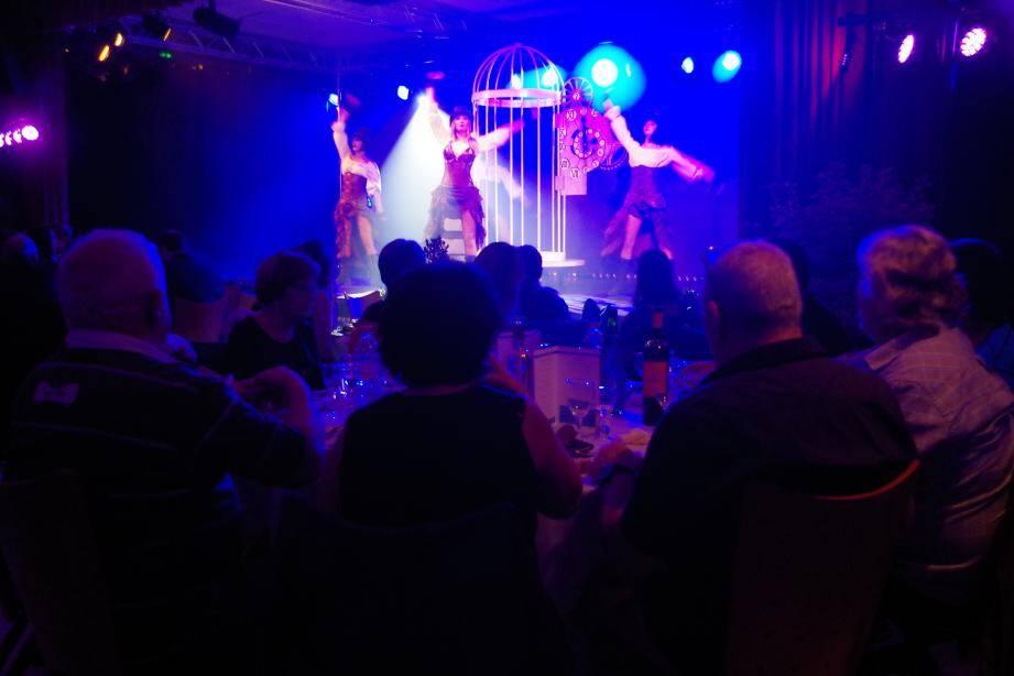 La compagnie Belluci a agréablement animé la soirée d'un beau spectacle.