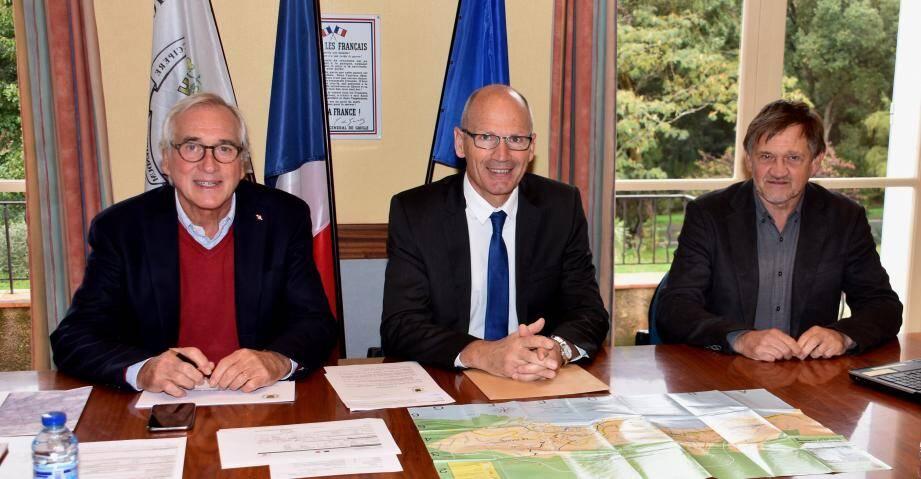 Le maire Jean Plénat, le sous-préfet Eric de Wispelaère et le 1er adjoint Olivier Ghibaudo.