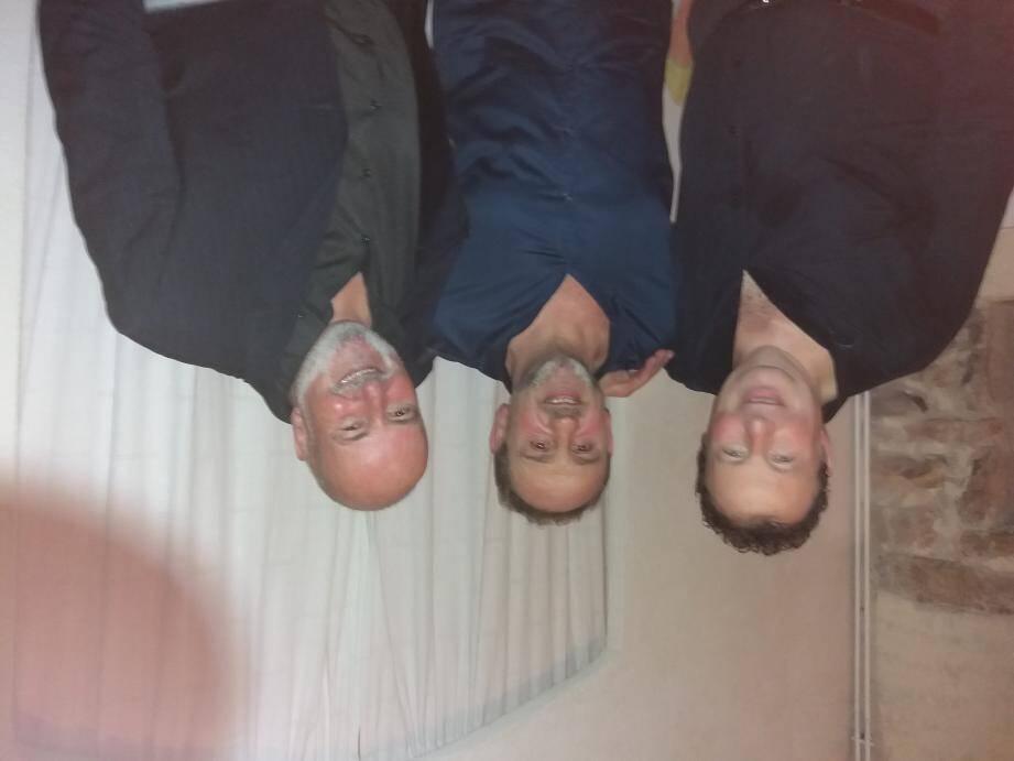 Le trio dans les coulisses du Moulin.
