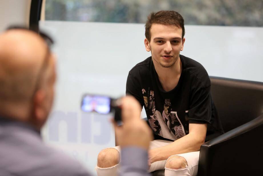 Maxim alias Ruusskov donne des conseils sur sa chaîne et sur les réseaux sociaux.