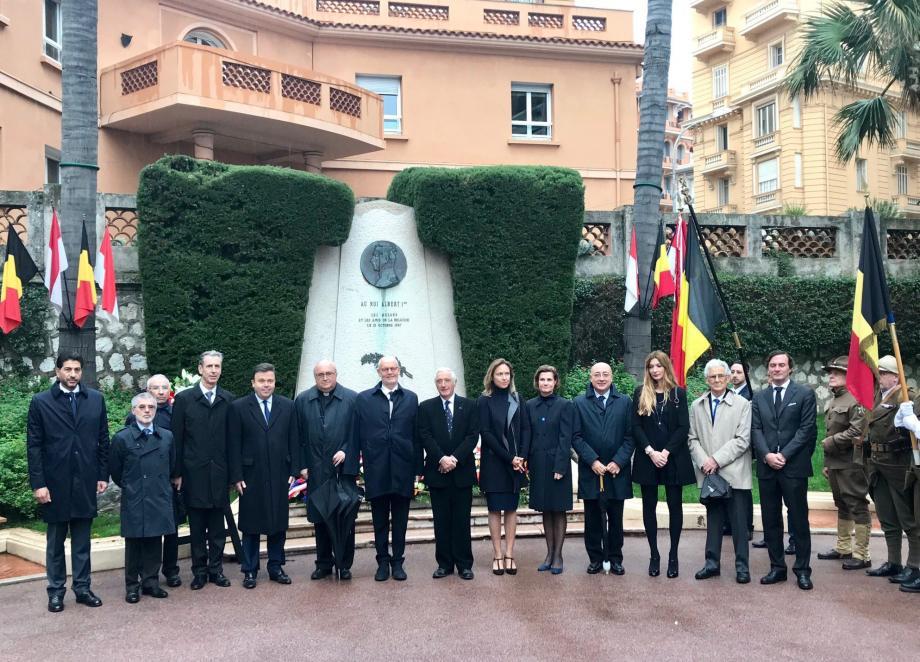 Aux côtés de Nancy Dotta, consul de Belgique à Monaco, de nombreuses personnalités monégasques sont venues se recueillir au monument du roi Albert-1er.(DR)