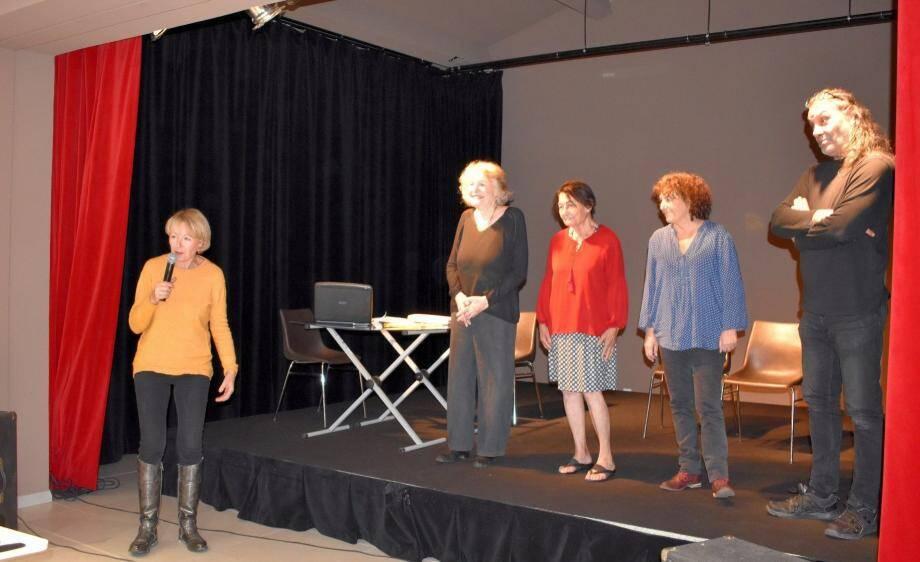 Florence Fabre-Dureau, présidente d'Emporium, a remercié les comédiennes et le régisseur, J.-P. Carage, pour leur création.