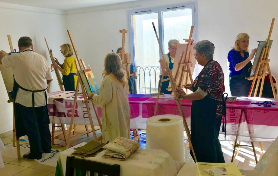 Les ateliers de découverte du pastel ont eu un franc succès et de nombreuses œuvres ont été réalisées, dont celles qui seront primées samedi.