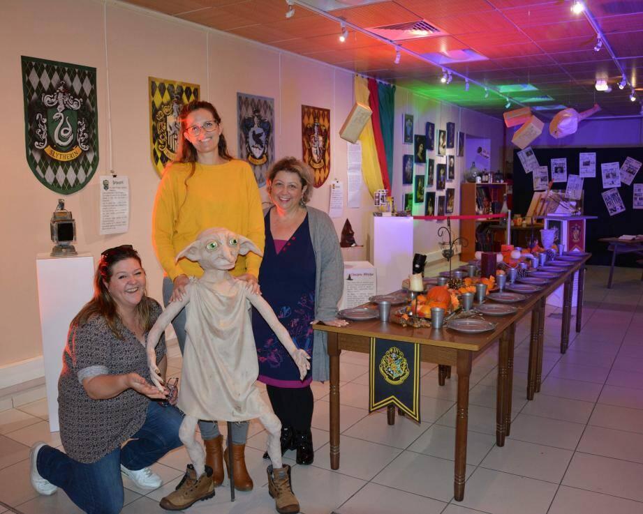 L'équipe du centre culturel et Dobby, une œuvre réalisée par Agnès.
