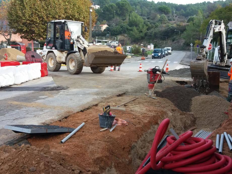 Les travaux en cours au giratoire de la cooperative.