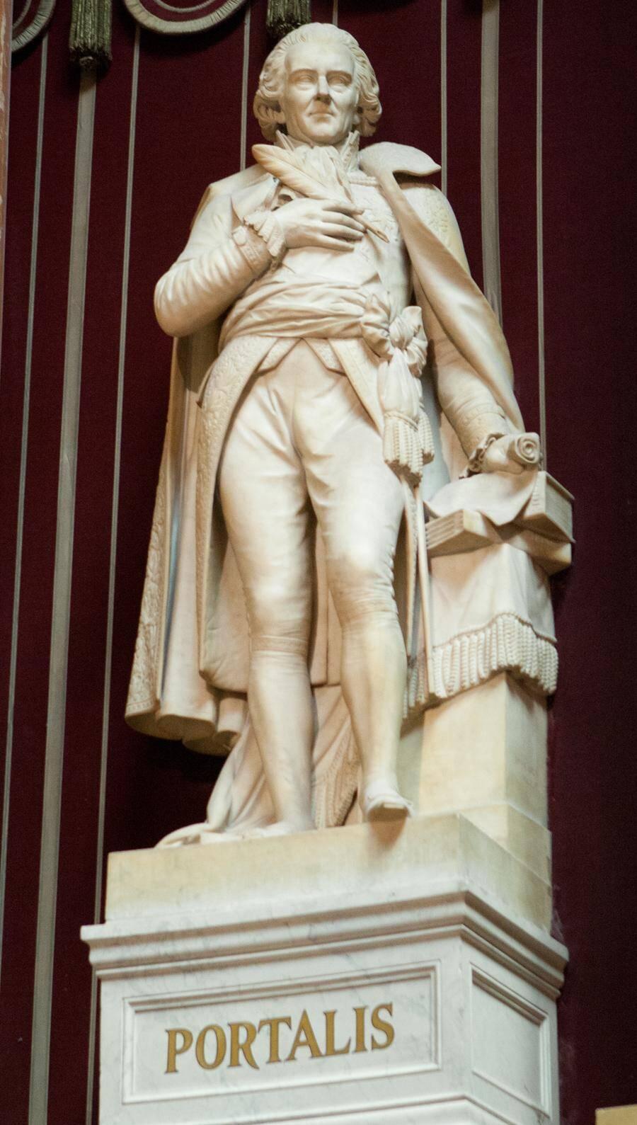 Un buste monumental de Portalis fait face à l'hémicycle des sénateurs au Palais du Luxembourg, au côté de ceux de cinq autres « grands législateurs ».