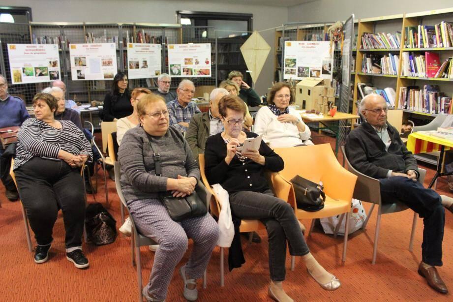 Le public a vivement apprécié la conférence sur la réalité de la langue d'Oc dans le siècle.